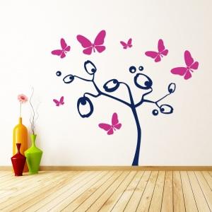 Schmetterlinge und Blütenbaum